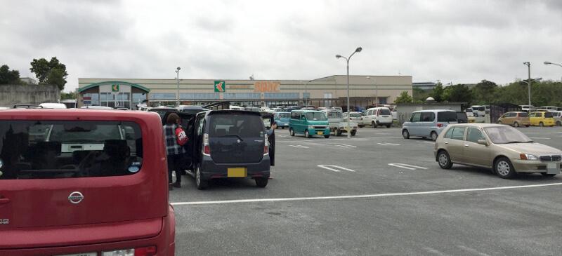 宮古島らしいショッピングセンター