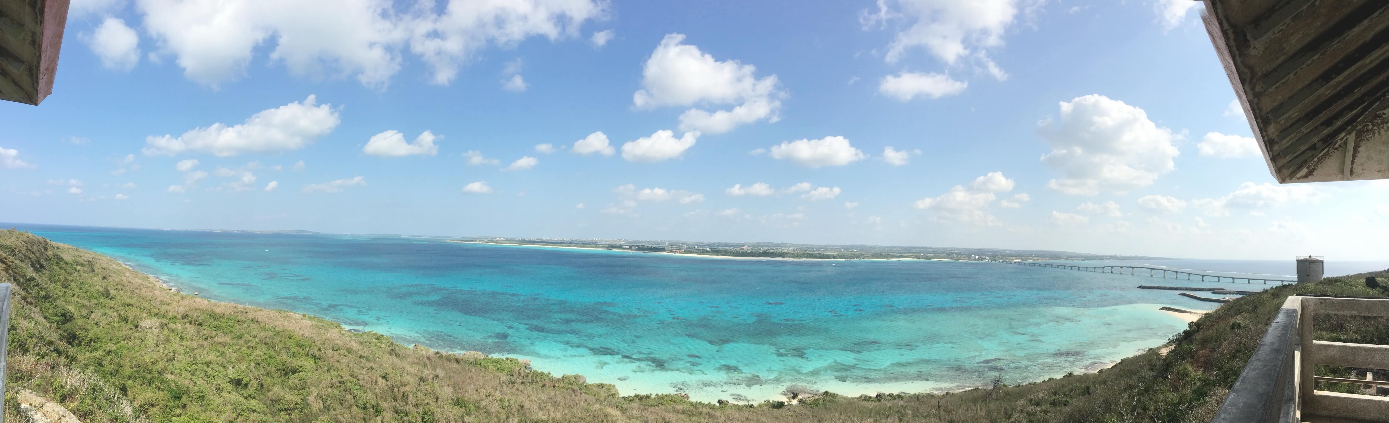竜宮展望台最上段から見た宮古島側の海