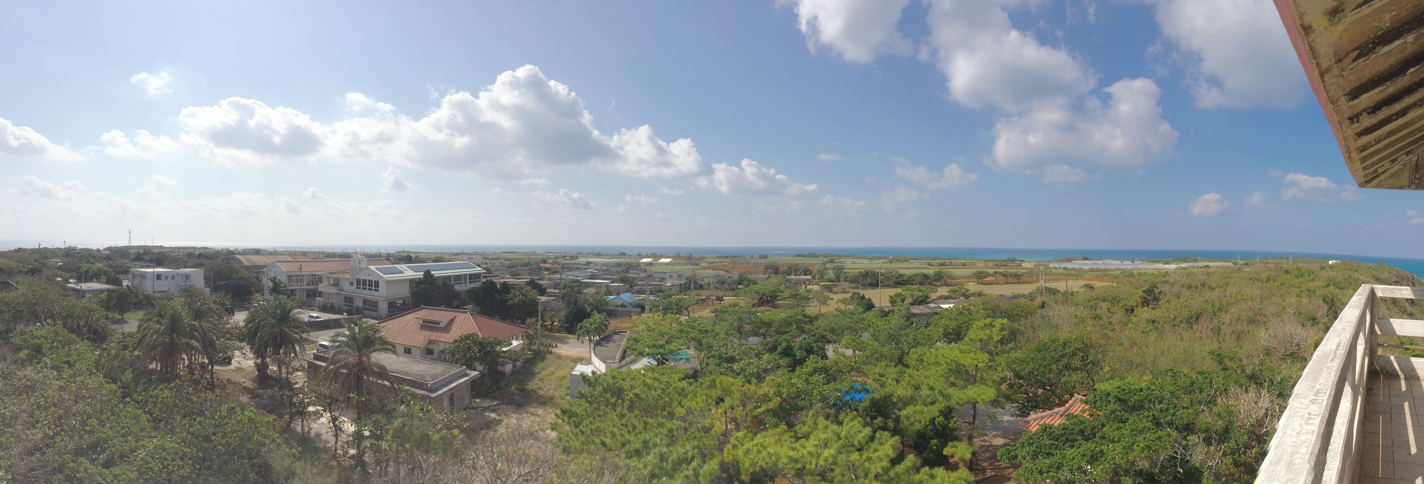 竜宮展望台最上段から見た島内の風景