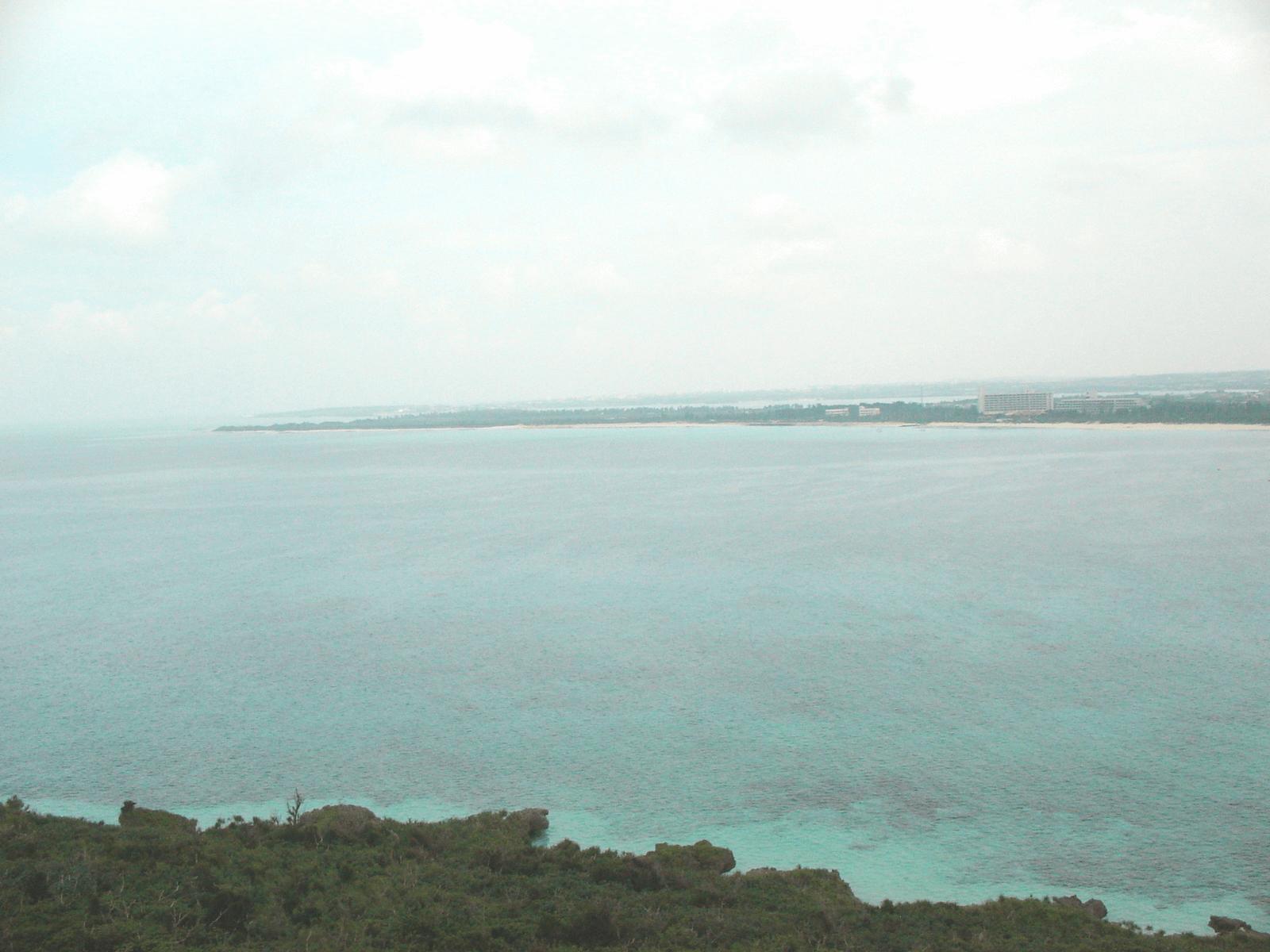 宮古島の隣の来間島にある竜宮城展望台から観た海