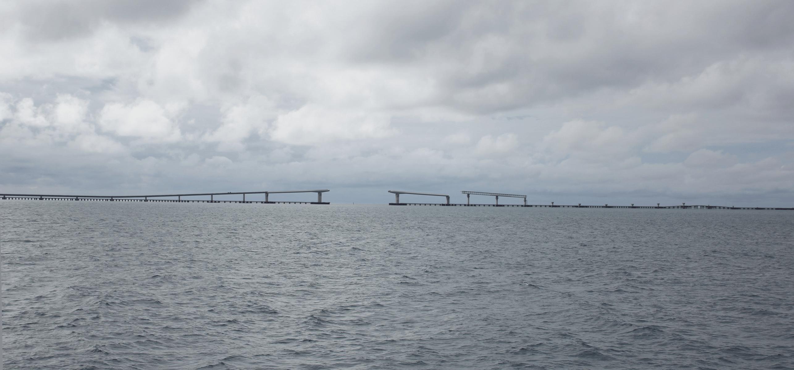 フェリーから見た建設中の伊良部大橋-3(建設中)