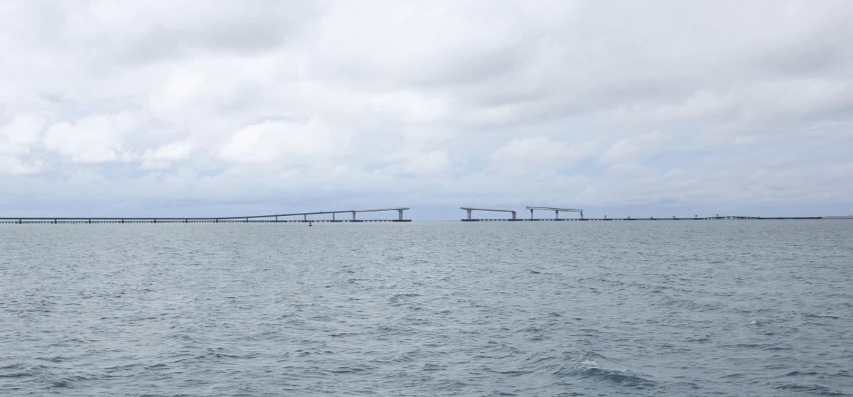 フェリーから見た建設中の伊良部大橋-2