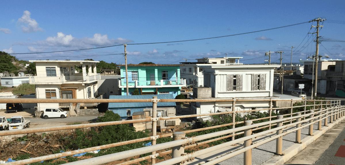 伊良部島、佐良浜付近の町並み