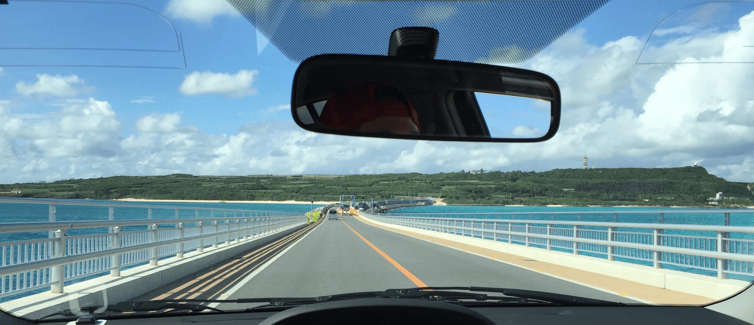 伊良部大橋の終わり、伊良部島が目の前!