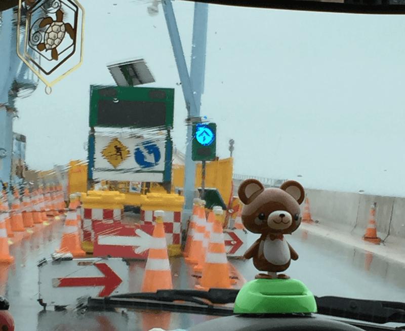 初日は土砂降りの中の伊良部大橋