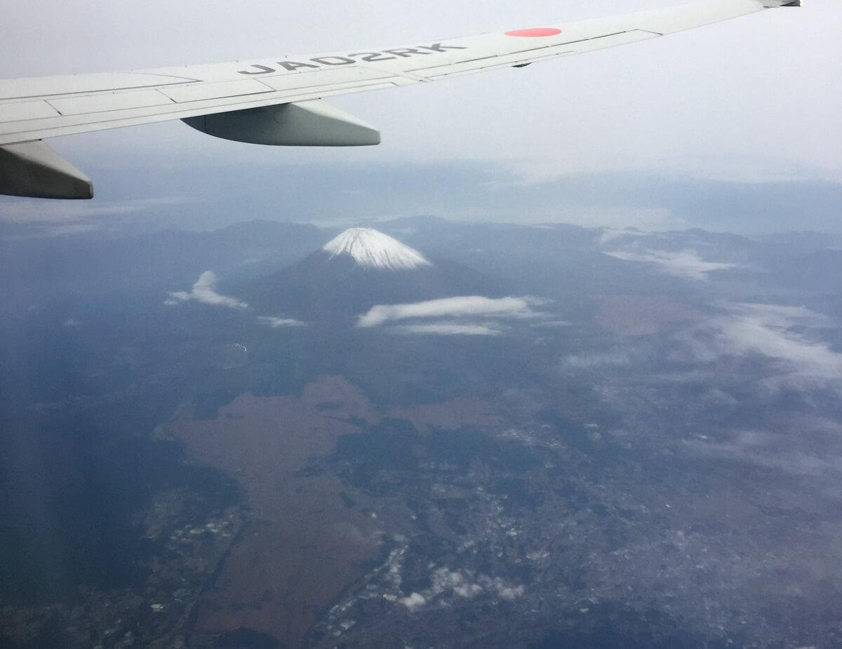 宮古島へ向かう飛行機から見た富士山