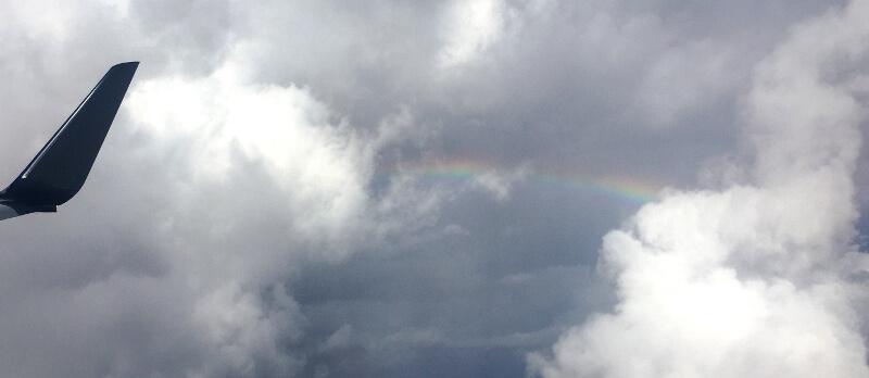 宮古島に近づいた頃、外には虹が