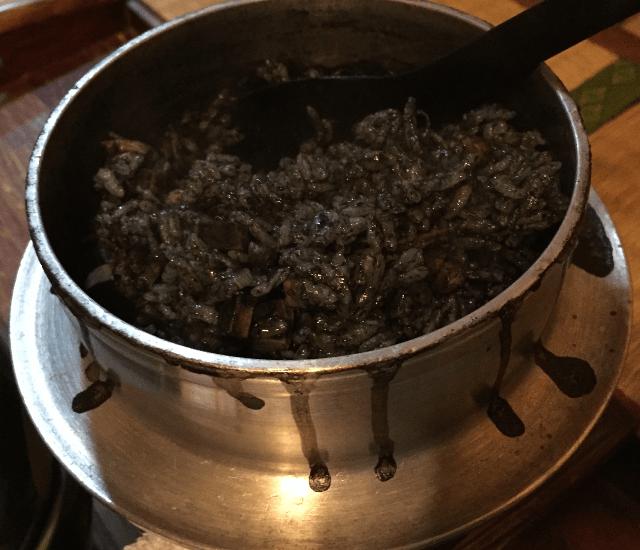イカスミの釜飯