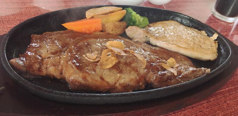 宮古牛ステーキとあぐー豚のセット