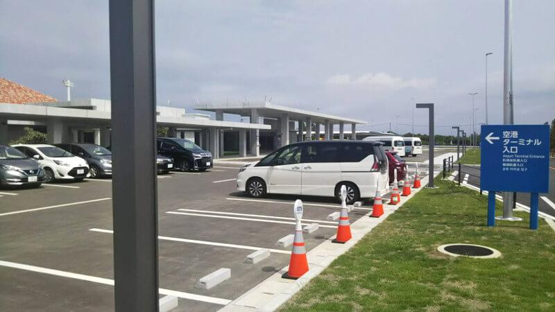下地島空港の駐車場