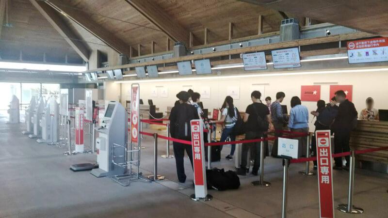 下地島空港の空港カウンター