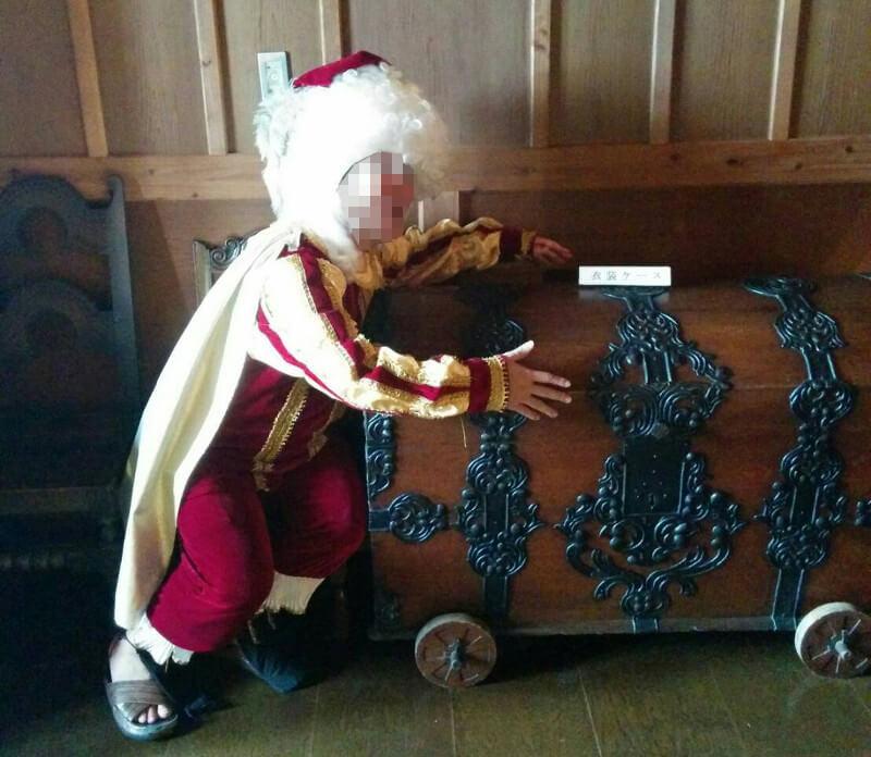 中世の音楽家、もしくは裁判官みたいな衣装