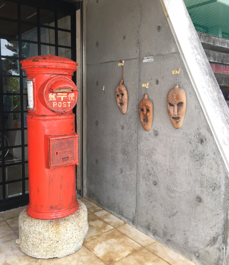 宮古島博物館の入口脇のポスト