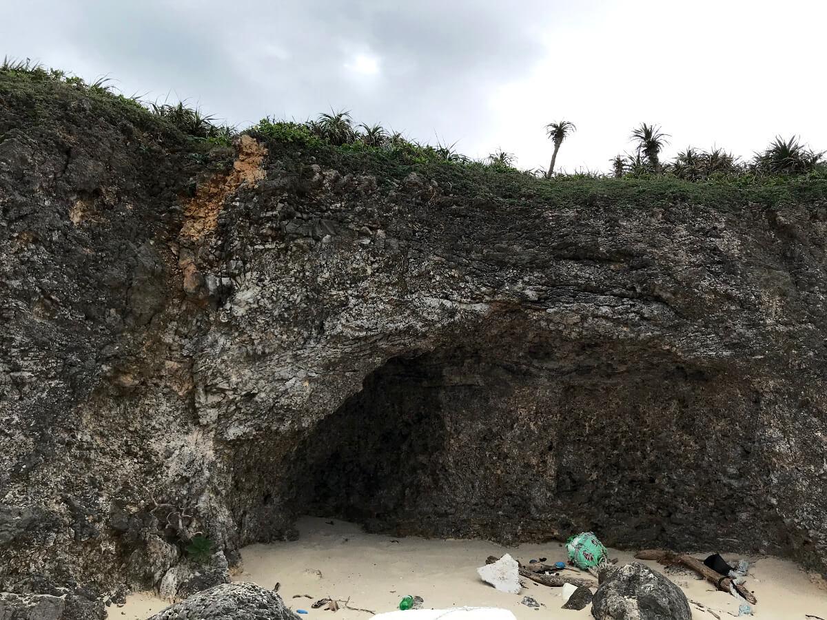 宮古島の観光スポット、池間ロープを降りた海岸の風景(1)