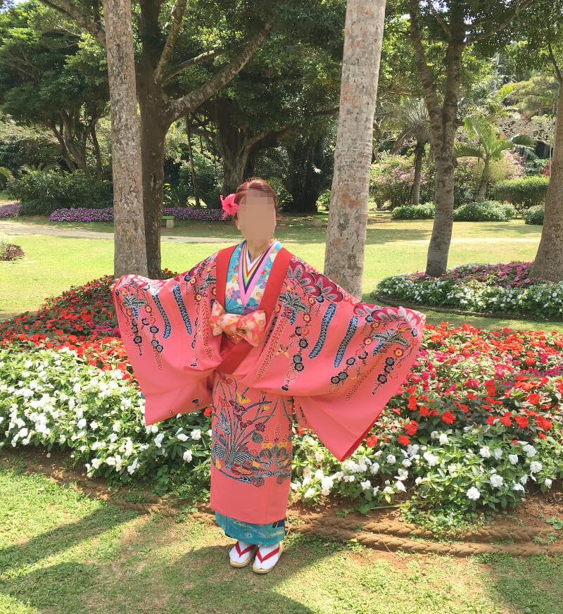 女性の琉球衣装
