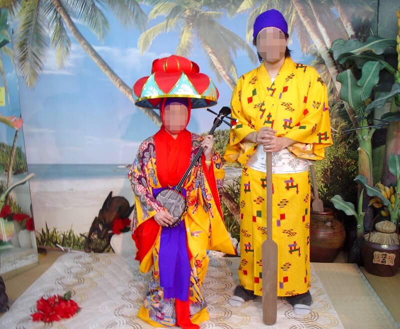 以前、来間島の竜宮展望台入り口にあった流装体験の写真
