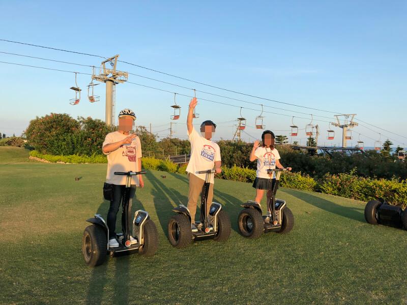 宮古島シギラリゾートのセグウェイで記念撮影〜ロープウェイを背にして