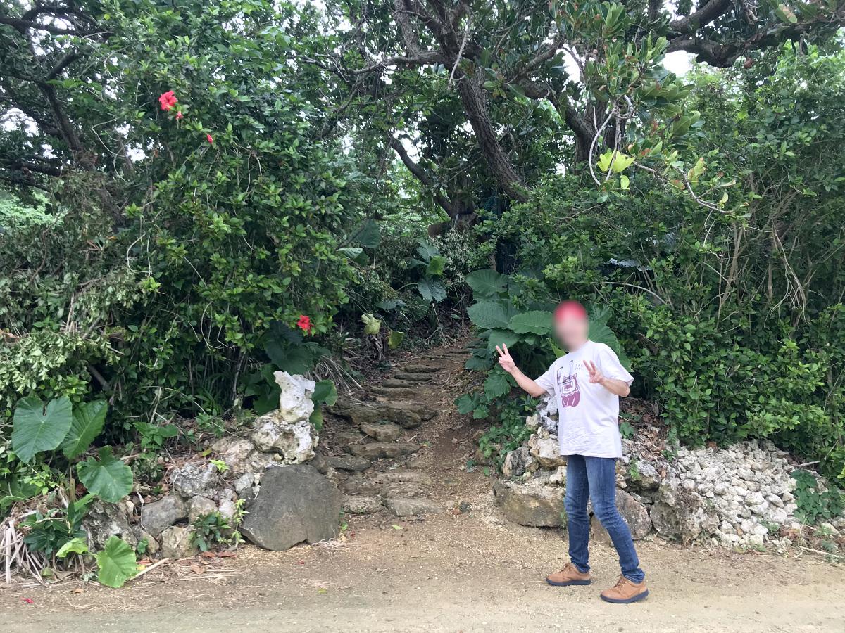 宮古島の天海山石庭入り口