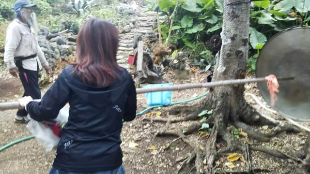 宮古島の天海山石庭で入山の儀式