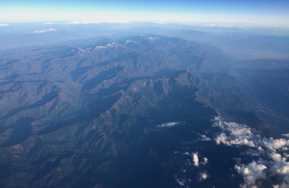 宮古島への直行便で上空から見た富士山以外の山々の写真