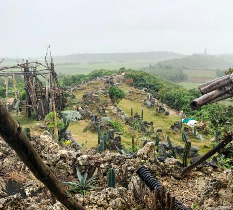 ディープな宮古島の隠れた観光名所、天海山の石庭