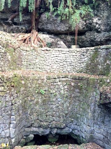 宮古島の有名な観光スポット大和井(やまとがー)