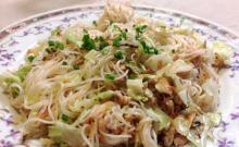 宮古島の郊外、城辺にある居酒屋スナック「どりーむ」で食べたそーみんちゃんぷる